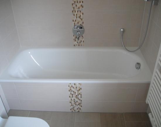 Badgestaltung und Fliesenarbeiten